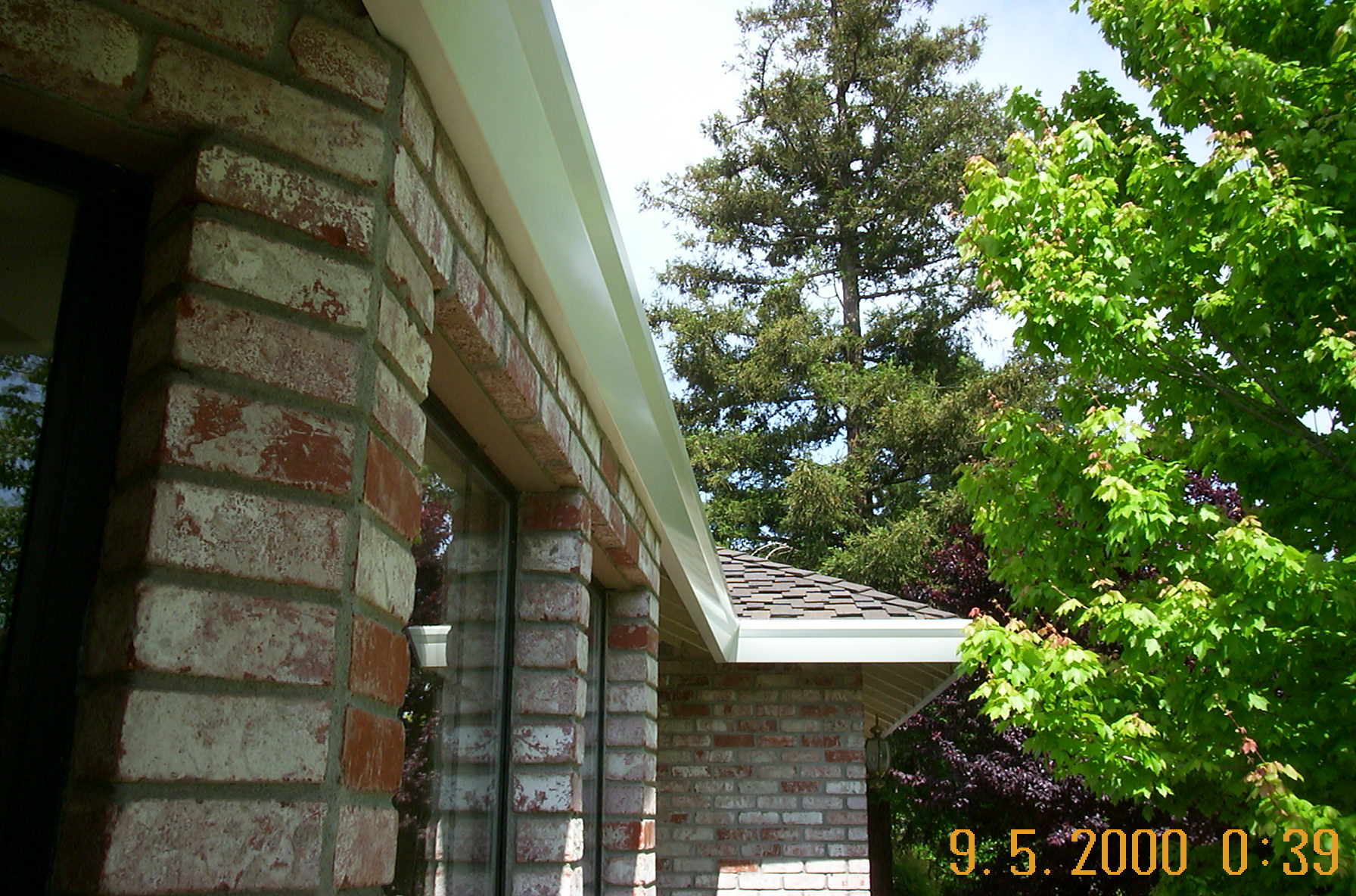 White Seamless Gutters